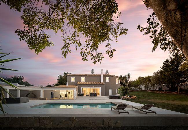 Villa/Dettached house in Almancil - Luxury Villa | With A Private Pool | 10 Min- Quinta Do Lago