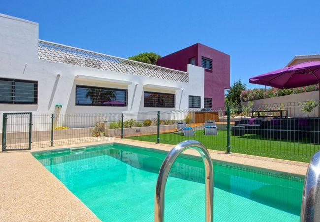 Villa/Dettached house in Quarteira - Family Villa opposite Aquashow Waterpark