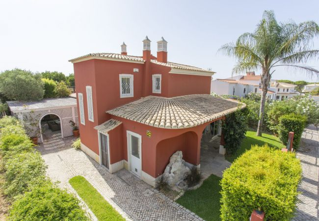 Villa/Dettached house in Quarteira - Charming Neighbourhood Family Home